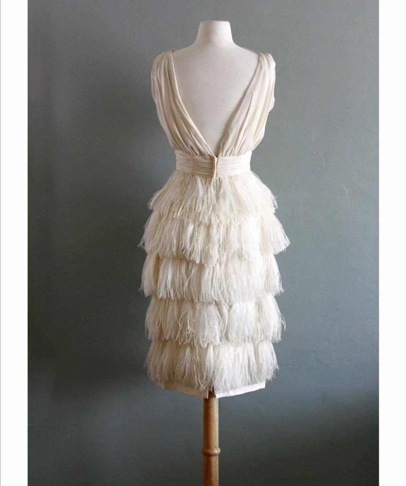 Mariages r tro robes d 39 autrefois mod le vintage de soie et de plumes - Robe vintage annee 20 ...