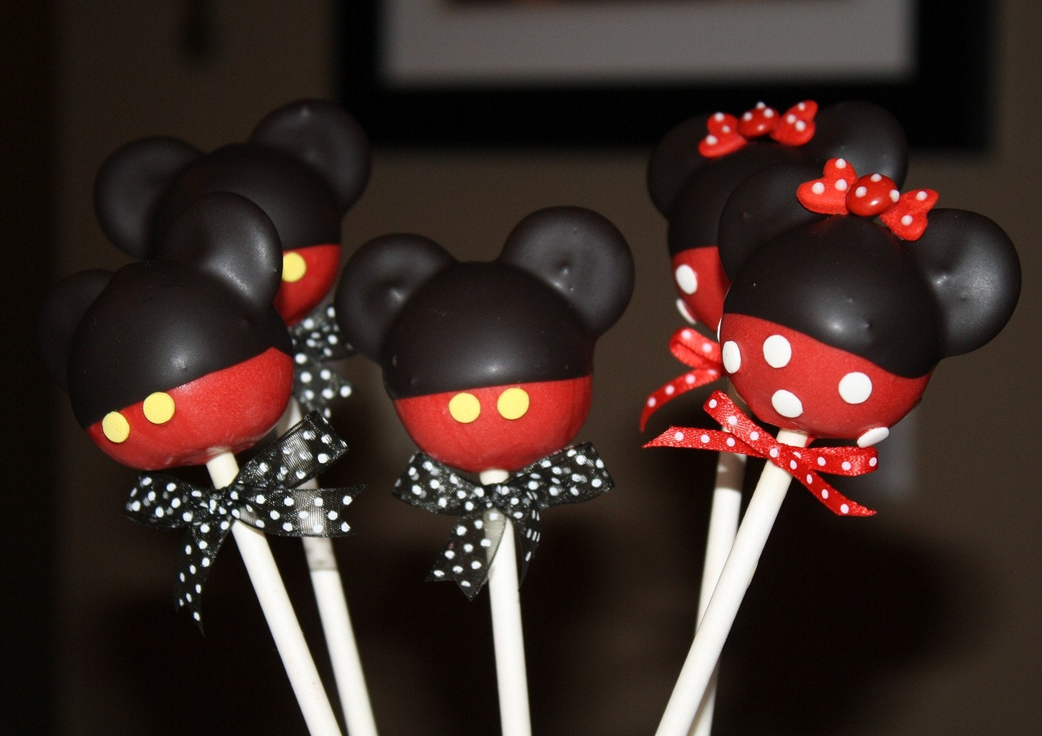 Mickey Mouse Cake Pops Tutorial cake pops mickey mousebr
