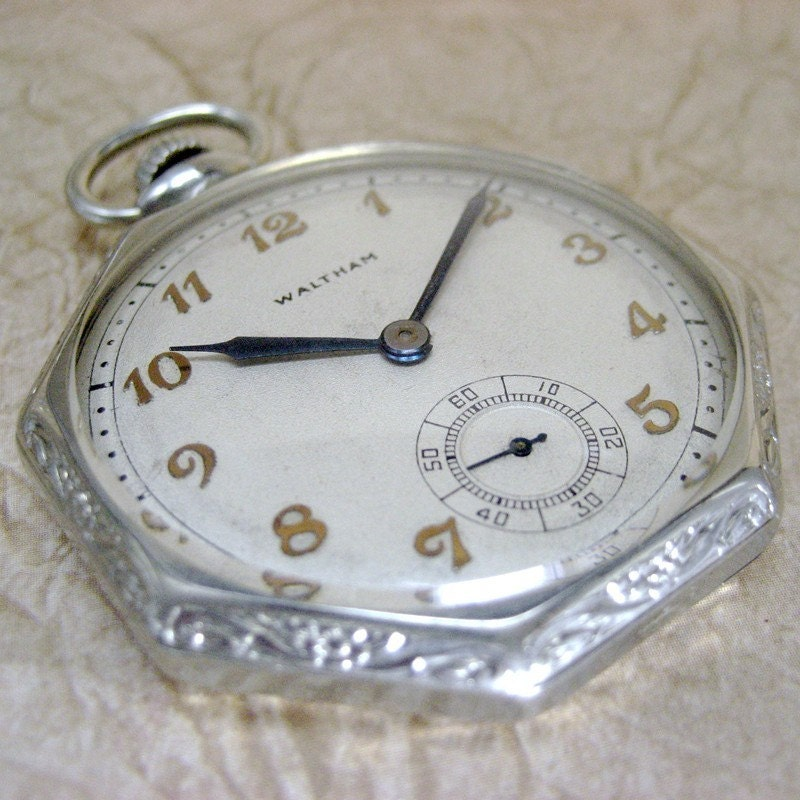 Vintage Waltham Pocket Watch - 17 Jewel Colonial Model - Made in the USA - Circa Early 20th Century