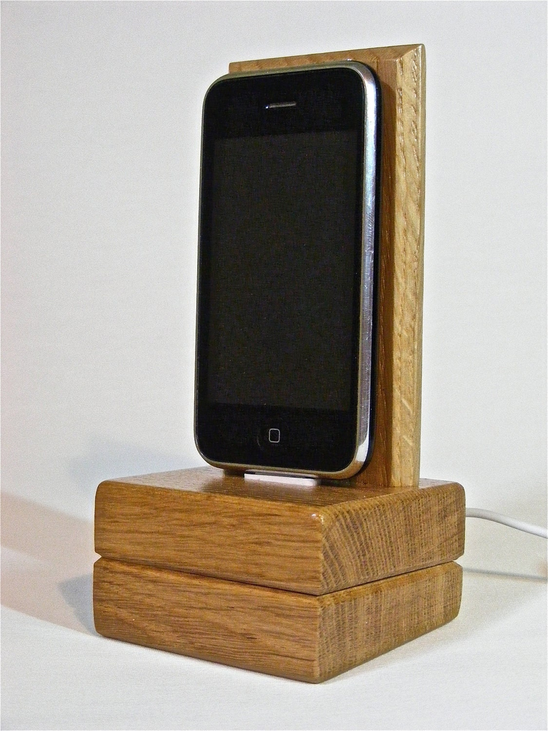dock en bois pour iphone fait maison iphone 4 4s forum. Black Bedroom Furniture Sets. Home Design Ideas