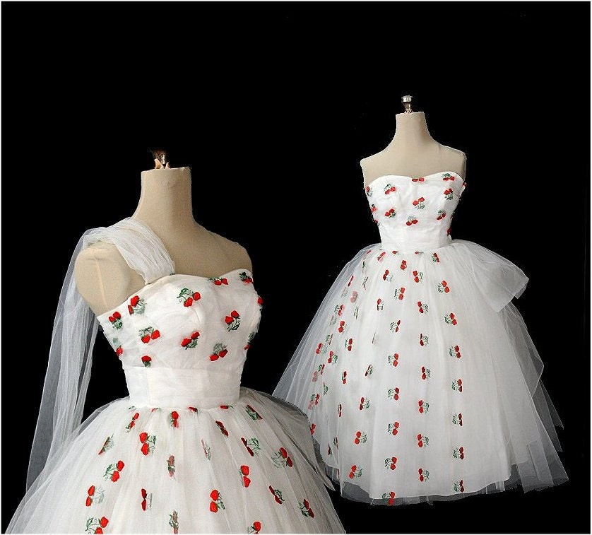 Vintage 1950s Strapless Tulle Wedding Dress Embroidered Berries XS