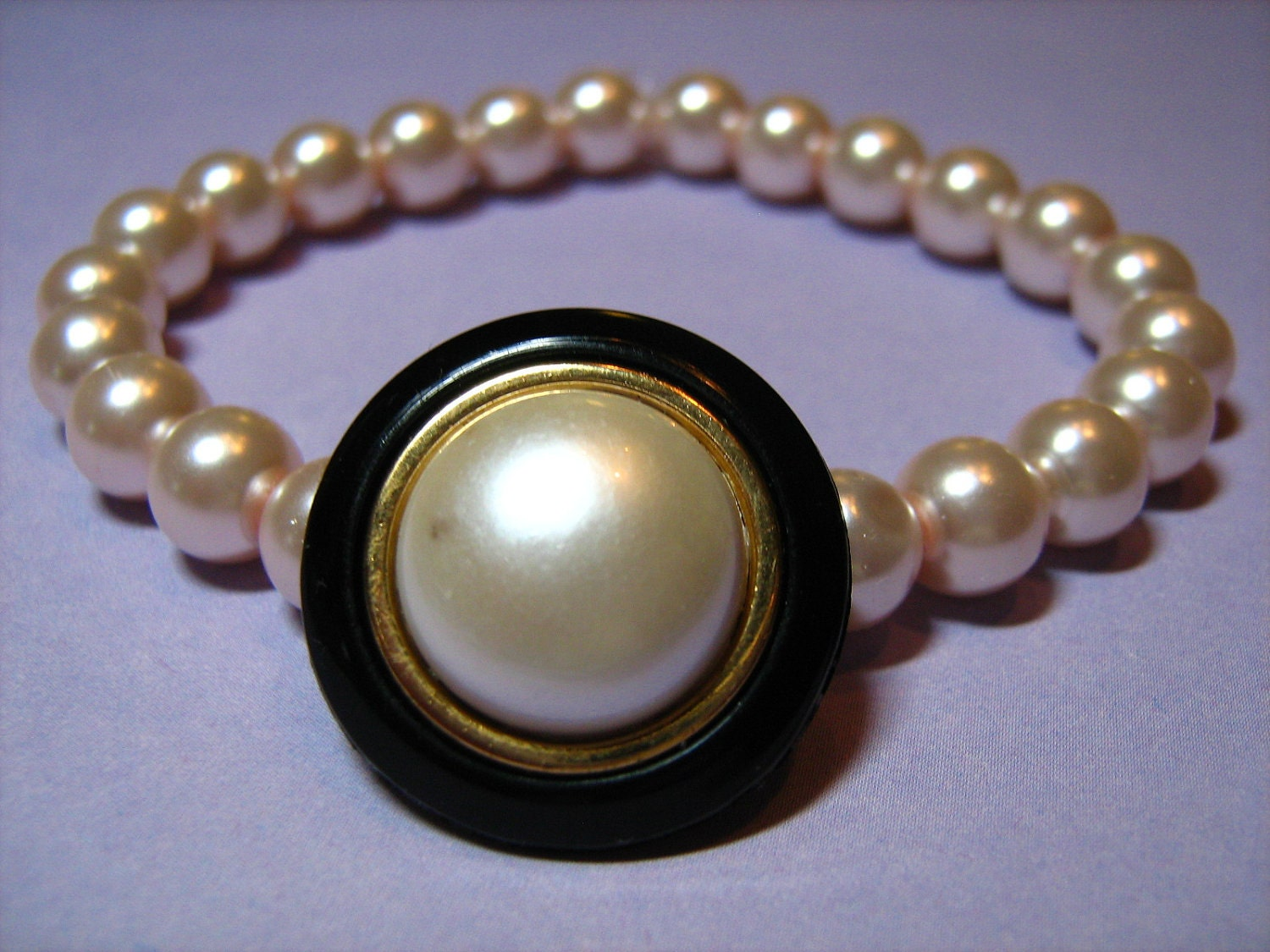 Pearly and Black Plastic Button with Light Pink Glass Pearls Stretch Bracelet