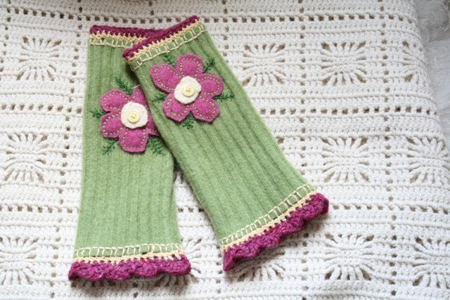 Embroidered Fingerless Gloves