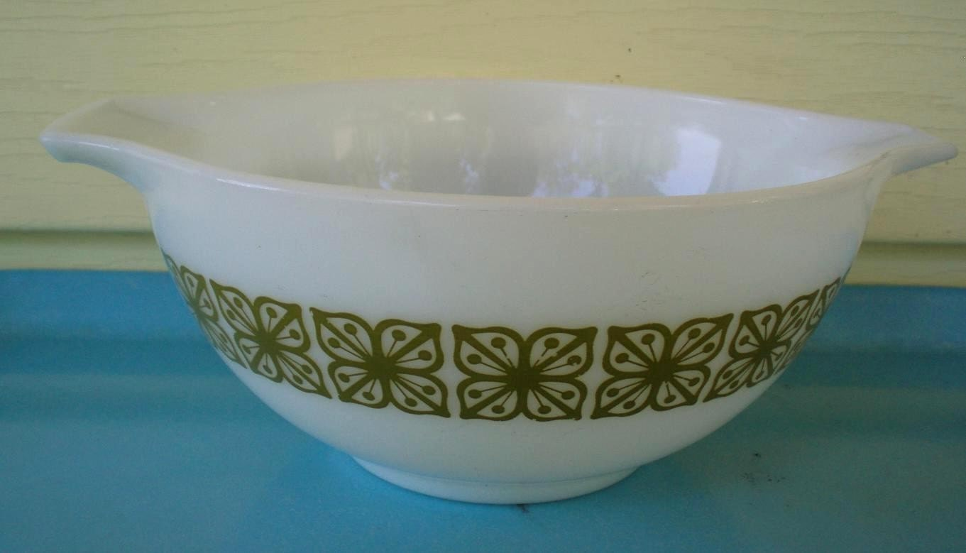 This awesome pyrex bowl is perfect for mixin it up or for serving salads and sidedishes!