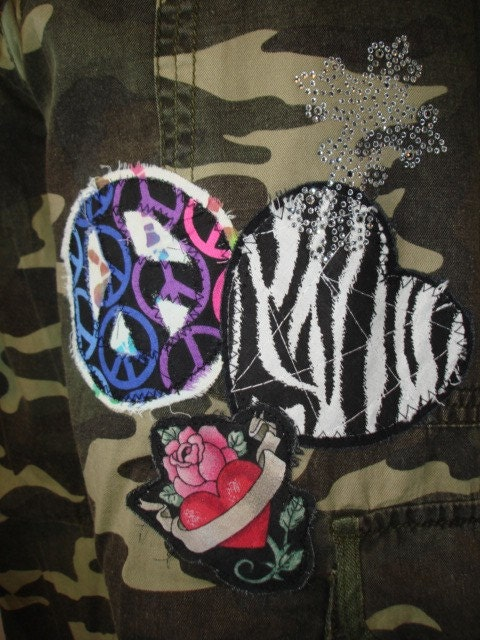 "Mein Tip heute – ""Camouflage"" Leder Set inclusive Tattoo zu einem heissen. Rag patch Peace Heart Camo Crop"