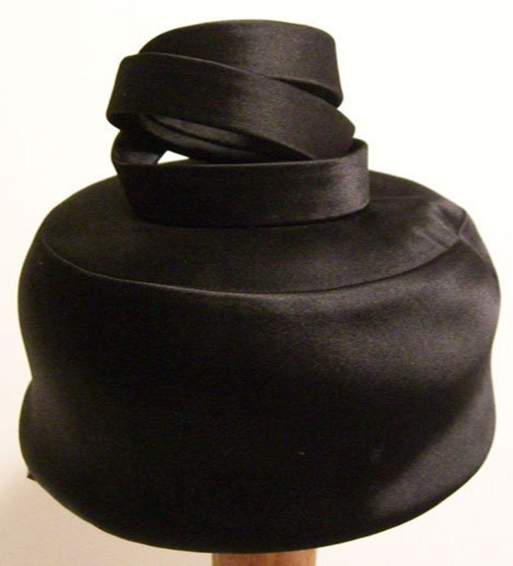 Vintage 1950s Mr. Arnold Womens Black Pill Box Cocktail Hat