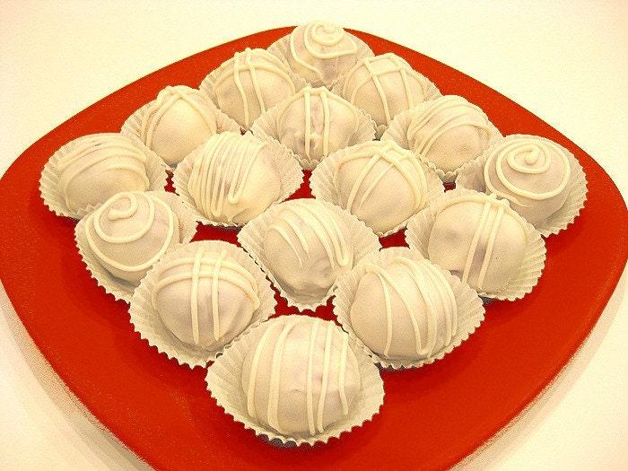Red Velvet Cake Truffled by lollidreams
